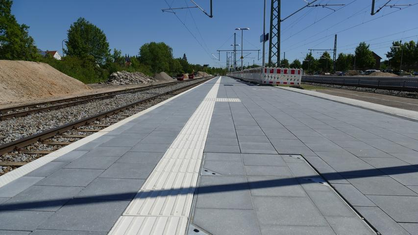 Endlich: Der Pleinfelder Bahnhof wird barrierefrei. Die Bahn baut bereits seit Monaten mit großem Aufwand. In Weißenburg und Gunzenhausen sieht man mit Neid auf den Ausbau. In den beiden Städten muss man weiter ohne Barrierefreiheit auskommen. Man hofft aber, in naher Zukunft nachziehen zu können.