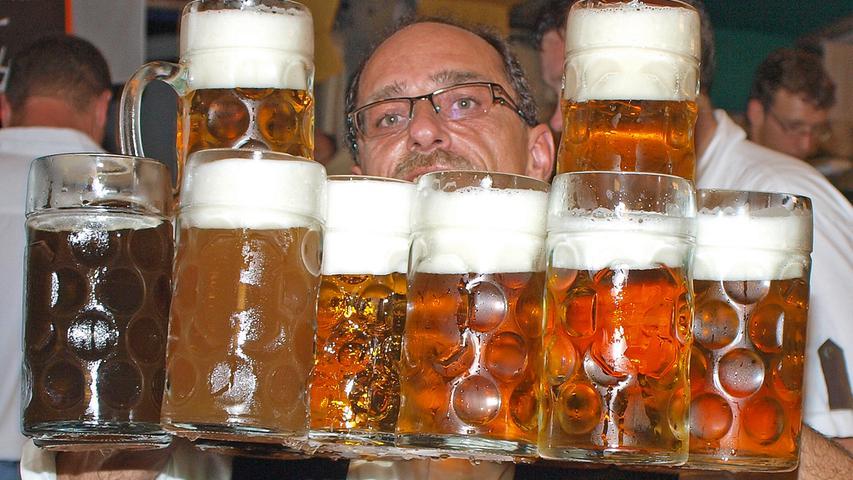 Was im Sommer dagegen nicht stattfindet, das ist die Weißenburger Kirchweih: Das traf viele hart. Das größte Volksfest im westlichen Mittelfranken fielt Corona zum Opfer. Das Weißenburger Kirchweihbier wird nur in Kästen via Getränkemarkt ausgeschenkt. Es ist nach kürzester Zeit ausverkauft. Der Durst ist groß.