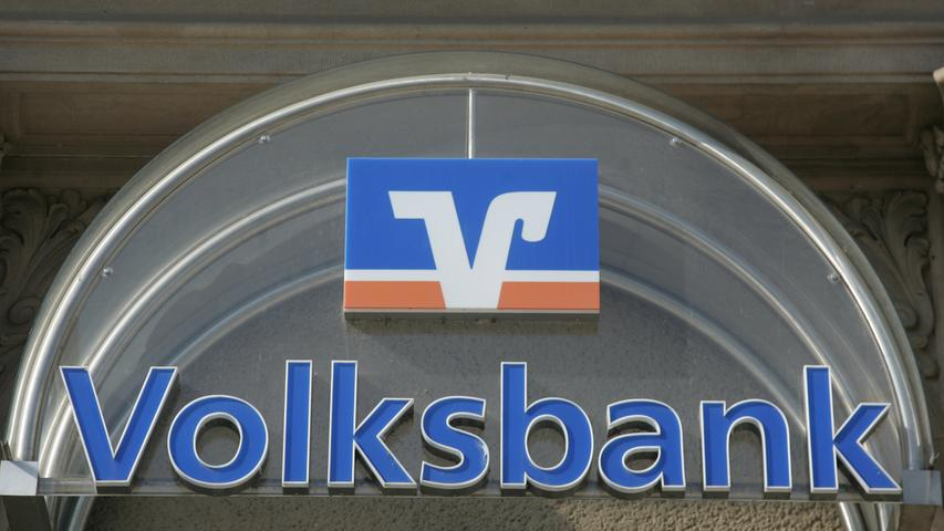 Die Volks- und Raiffeisenbanken in Mittelfranken gehören ebenfalls zu den größten Arbeitgebern. Sie beschäftigen 2979 Mitarbeiter, dem Bezirksverband Bayern gehören 23 Institute an.