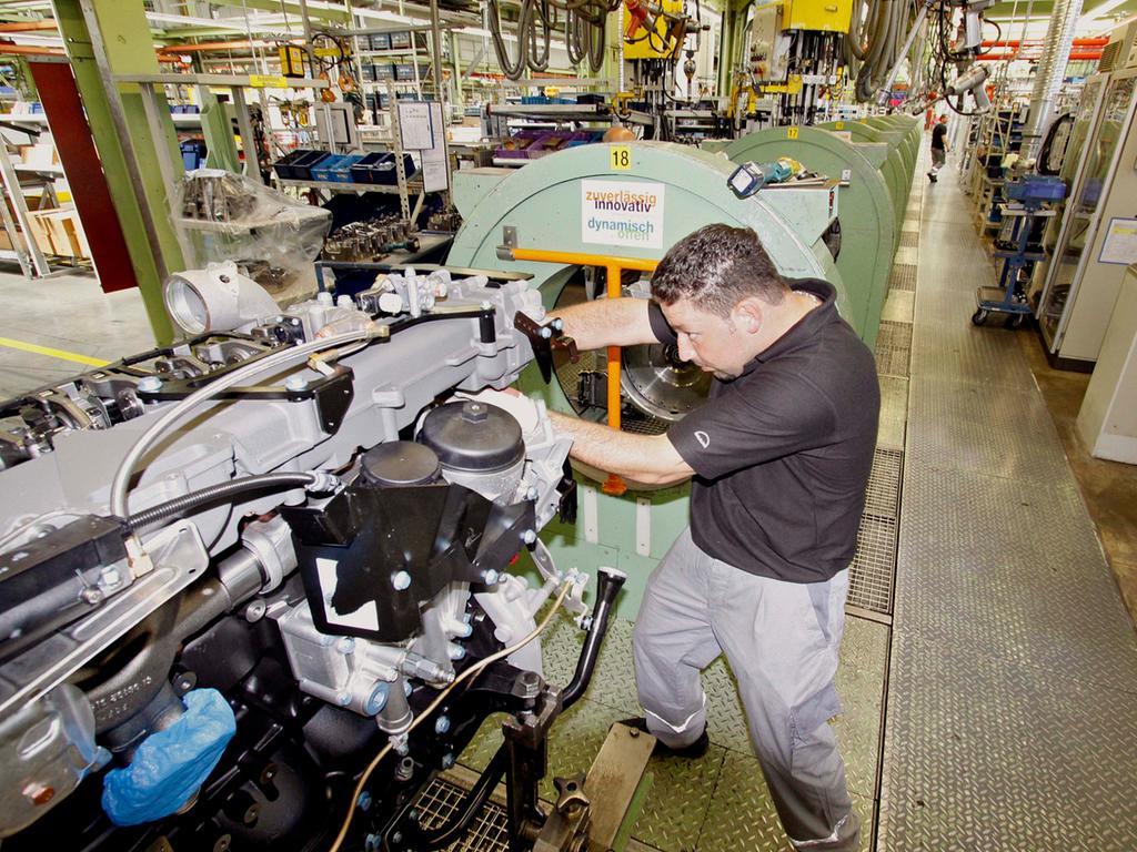 DATUM: 27.07.09 FOTO: Michael Matejka MOTIV: MAN-Motorenbau Es ist die größte Fabrik im Nürnberger Stadtgebiet: Im MAN Motorenwerk ist die Auslastung gut, die Produktion brummt.