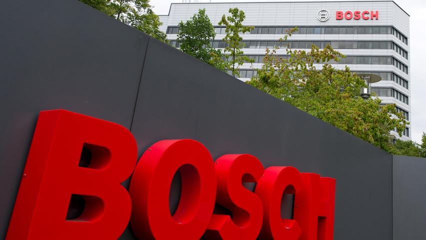 Wie alle anderen Automobilzulieferer in der Region litt auch Bosch unter den temporären Zusammenbrüchen von Lieferketten während des Lockdowns, außerdem macht der Strukturwandel derBranche den Unternehmen zu schaffen. Bosch beschäftigt in Mittelfranken 5000 Mitarbeiter, im Vorjahr waren es 1000 mehr.