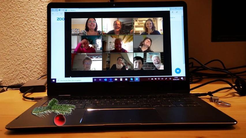 Im virtuellen Raum stattfindende Veranstaltung (z.B. Versammlung, Sitzung), bei der Bild und Ton übertragen werden.