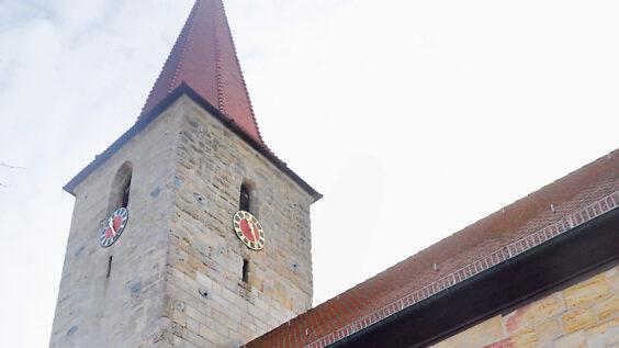 Seitdem Pfarrerin Christiane Schlenk in den Ruhestand gegangen ist, ist die erste Pfarrstelle in Leinburg (hier die evangelische Leonhardskirche) vakant.