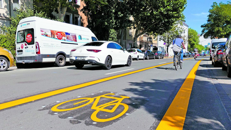 Anfang August begann der Probebetrieb auf der Route Richtung Stadtgrenze, inzwischen wurden die markanten gelben Markierungen wieder beseitigt.