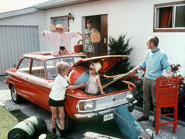 Koffer, Klappstuhl, Schlafsack: Muss wirklich alles mit in den Urlaub? Vor 50 Jahren ging es zumeist mit dem Auto los. Das könnte aufgrund der Corona-Pandemie wieder so werden.