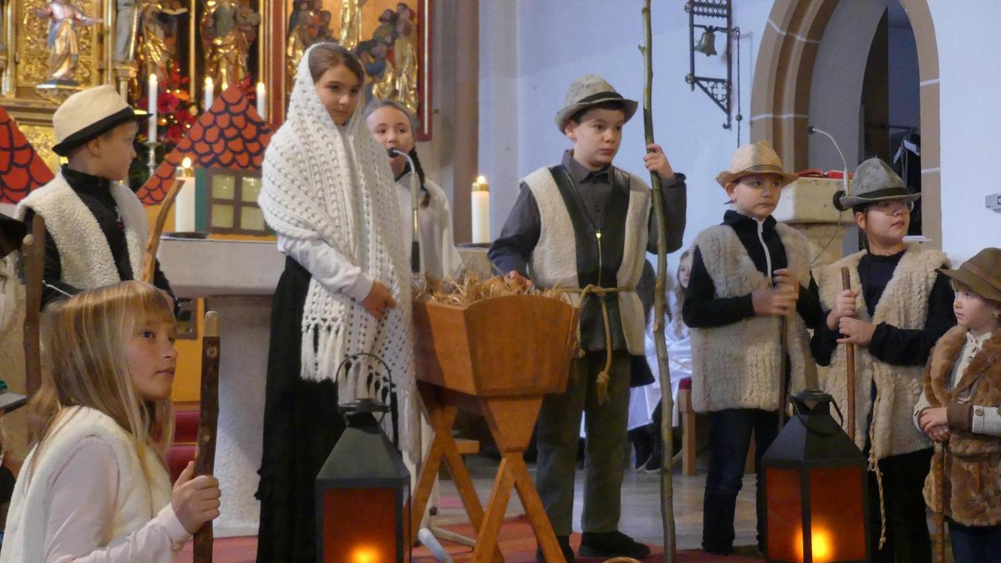 So wie 2019 hätte es eigentlich auch am heutigen Heiligabend in der St.-Nikolaus-Kirche aussehen sollen. Doch wegen der Pandemie konnten die Kinder nicht zusammen proben, und das Krippenspiel muss heuer Pause machen.