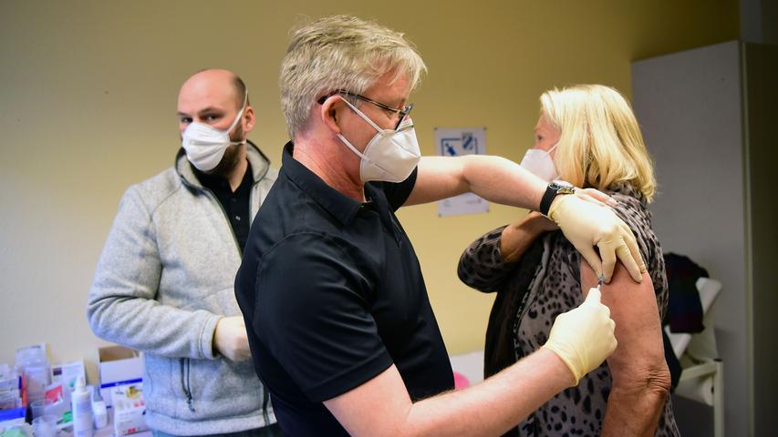 Die ersten Dosen sind verteilt: Impfstart in Stadt und Landkreis Fürth
