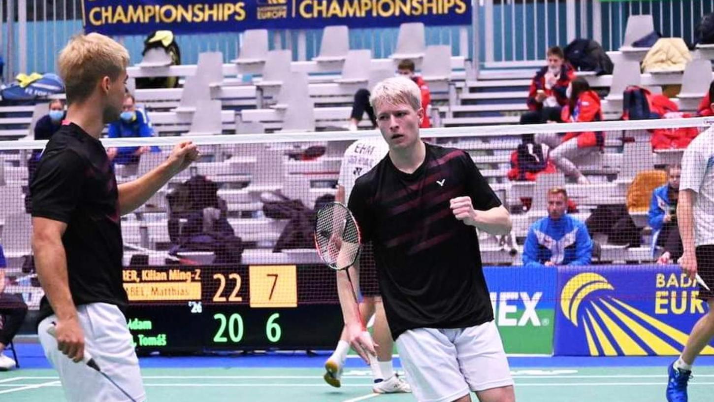 Jubel mit gewöhnungsbedürftiger Haarfarbe: Kilian Maurer (links) und Matthias Schnabel nach einem Punktgewinn in Finnland.