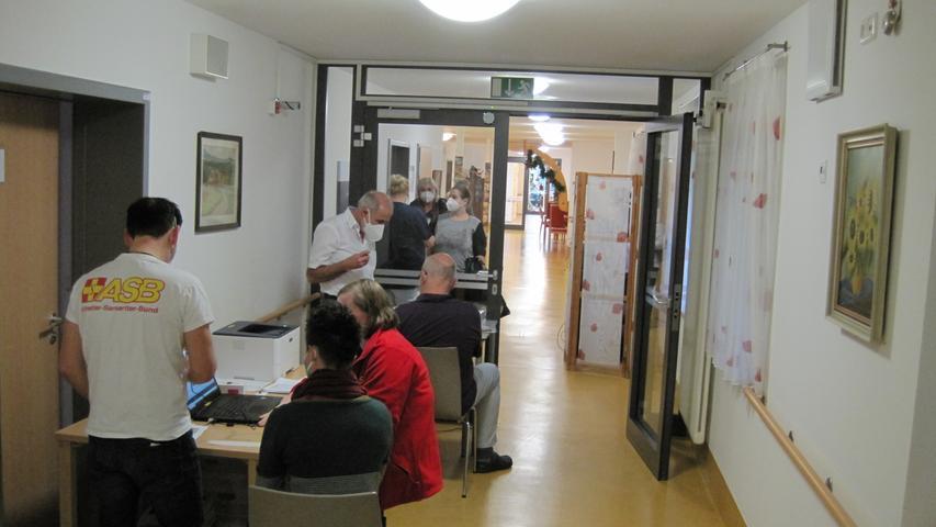 Zuvor war ein mobiles Impfteam im Demenzzentrum Lindenhof in Unterleinleiter.