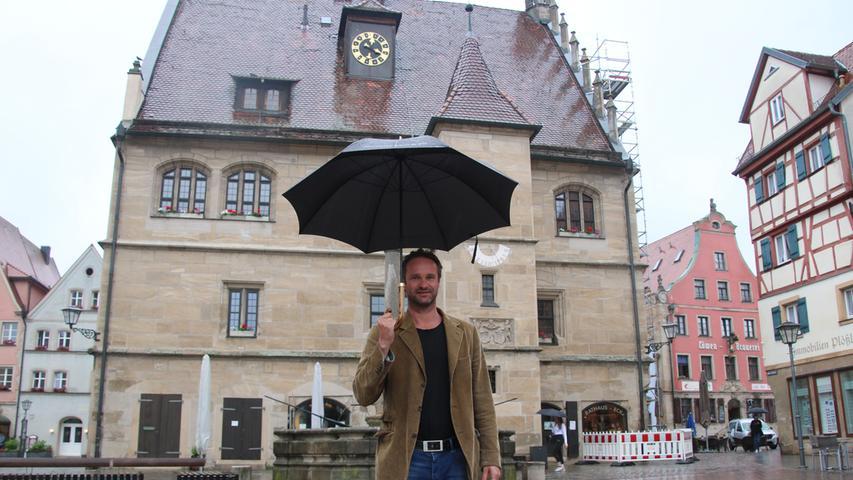 Weißenburg hat in 2020 auch einen neuen Stadtschreiber bekommen: Der Österreicher Clemens Berger folgte auf den Österreicher Franzobel. Berger verbrachte zwei Monate in Weißenburg und präsentierte sich sehr offen und kommunikativ. In den nächsten Monaten soll sein Weißenburg-Stück entstehen, dass nach Möglichkeit 2022 dann im Bergwaldtheater aufgeführt werden soll.