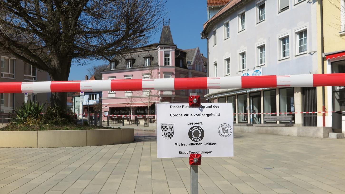 Im April vergangenen Jahres war der gesamte Treuchtlinger Wallmüllerplatz wegen der Corona-Kontaktbeschränkungen für die Öffentlichkeit gesperrt, die Geschäfte in der Stadtmitte durften seither kaum einmal öffnen. Das Modellprojekt