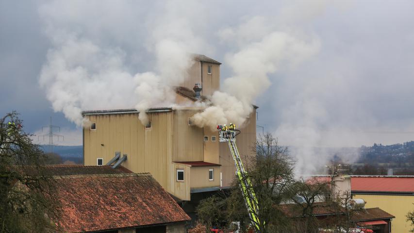 Großeinsatz in Elsenberg: Feuerwehr kämpft gegen Brand in Ölmühle
