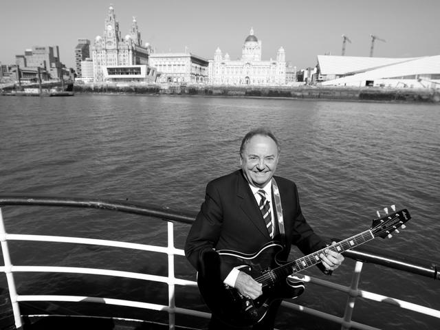 DerMusiker Gerry Marsden, der als Sänger der Band Gerry And The Pacemakers (