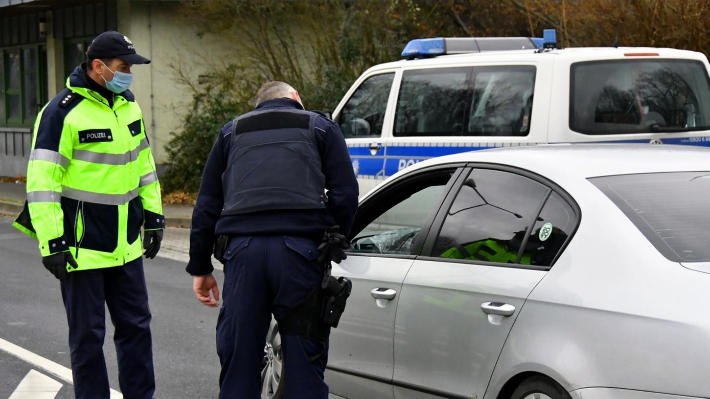 Braucht es die Einschränkung des Bewegungsradius und Kontrollen durch die Polizei in Deutschland? Einige Experten bringen die Maßnahme ins Gespräch.