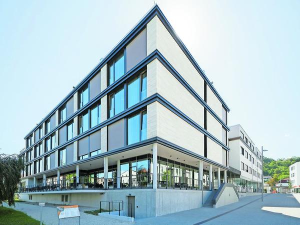 Die Verkleidung des neuen IBB-Hotels in Eichstätt besteht auf 360 Quadratmetern aus Dietfurter Kalkstein. Es ist bisher eines der wenigen Beispiele für Projekte vor Ort.