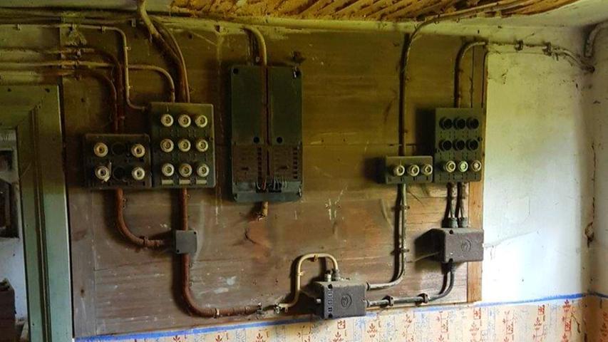 Die Elektroinstallation stammt noch aus der Anfangszeit der Elektrifizierung.