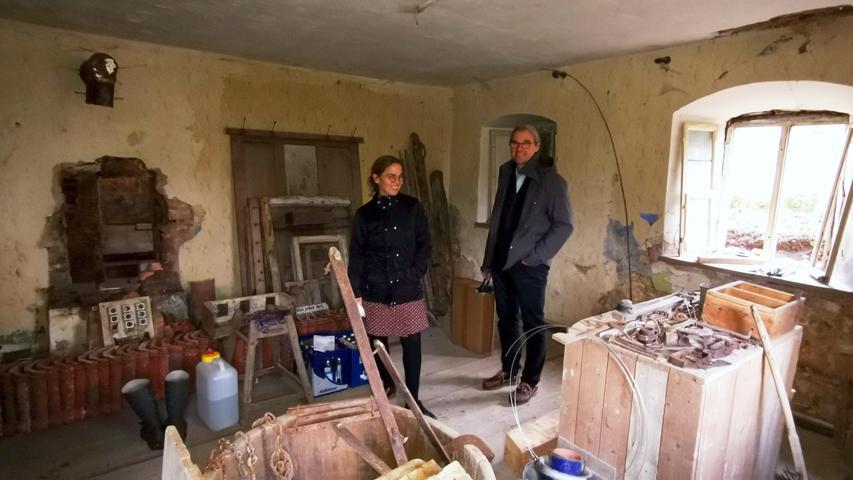 Die neuen Besitzer Elke Wendrich und Matthias Hähnle in der großen Stube im Erdgeschoss der