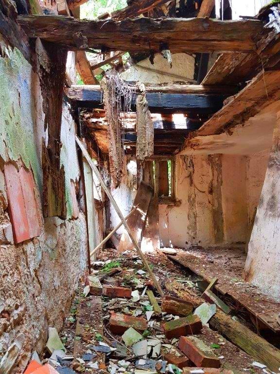 Ob das halb eingestürzte Korbhaus erhalten werden kann, ist noch unsicher.