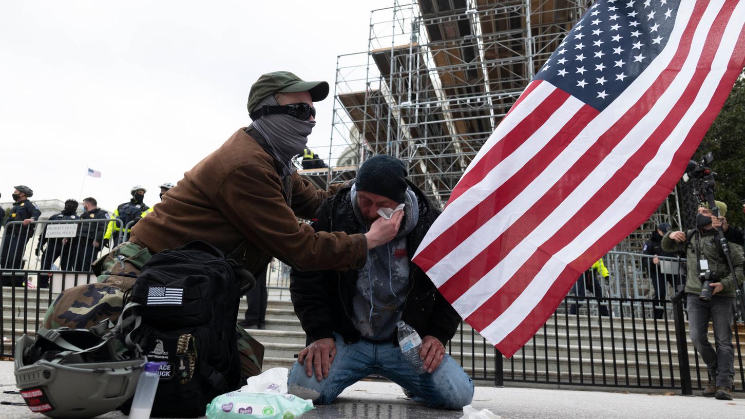 Nach Krawallen in Washington fordern hochrangige Demokraten Konsequenzen für Donald Trump. Am Mittwoch starben rund um das Kapitol vier Menschen, zahlreiche weitere wurden verletzt.