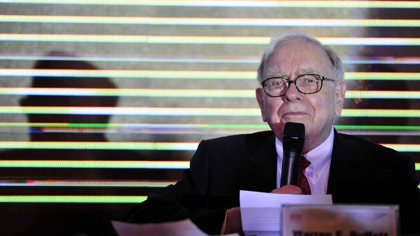 Berkshire Hathaway sagt vielleicht nicht jedem etwas - zu der Holdinggesellschaft unter Vorstand Warren Buffet gehören neben vielen weiteren Unternehmen aber beispielsweise der bekannteLebensmittelhersteller Heinz oder der Batterieproduzent Duracell. Buffets Vermögen wird auf 88,1 Milliarden US-Dollar (Stand 16.01.2021) geschätzt.