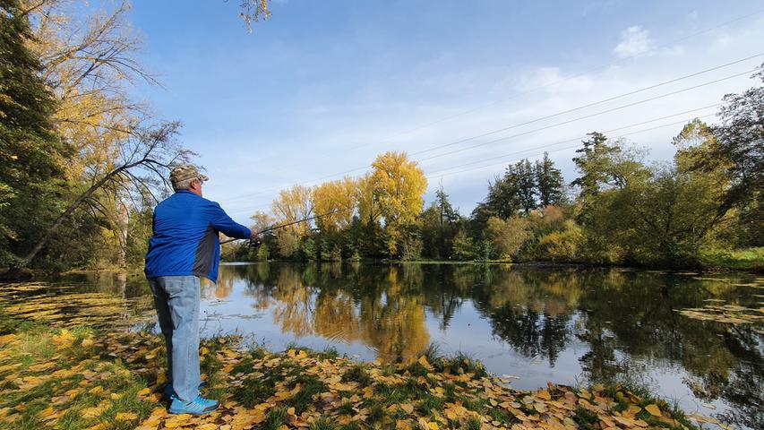 Nicht nur für Angler ist der idyllische Waldmannsweiher im Rednitzgrund nahe dem Freibad ein Anziehungspunkt.