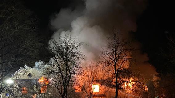Tödliches Feuer in Gartenhaus im Landkreis Fürth: Leiche wird obduziert