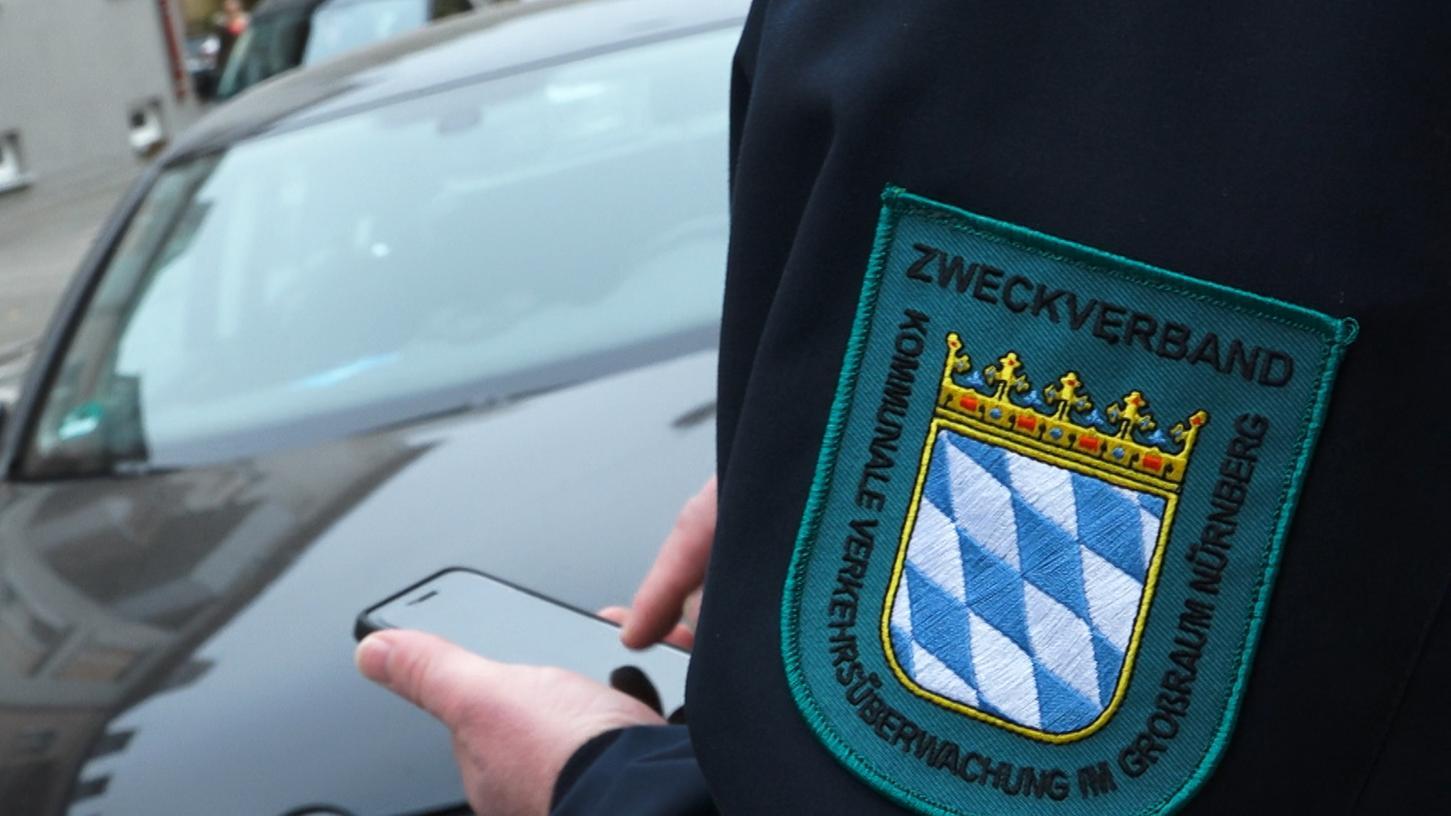 Die Polizei winkt ab: Sie kann Verkehrsüberwachung nicht mehr leisten. Also müssen die Kommunen selbst ran, auch Rednitzhembach gibt Geld für die Parkraumüberwachung aus.