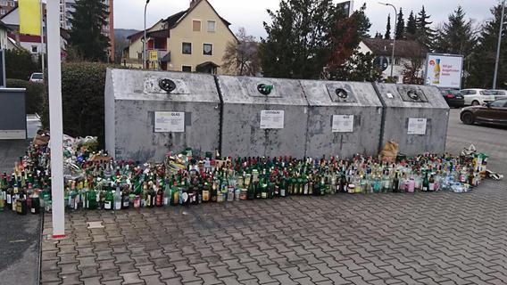 Flaschenflut vor vollen Glascontainern: Das sind die Gründe