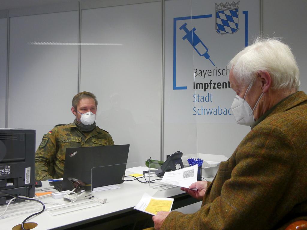 Impfzentrum Schwabach Start.Januar 2021.Foto Robert Gerner