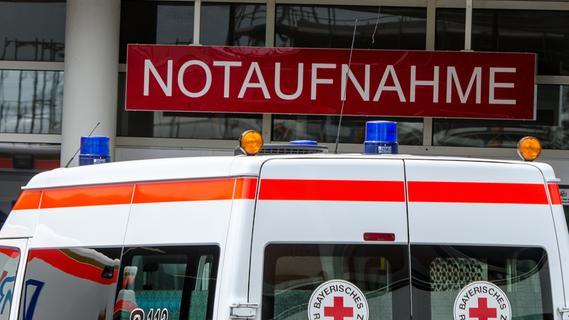Messerangriff in Franken: 18-Jähriger schleppt sich mit schweren Stichverletzungen ins Krankenhaus