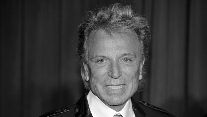 Bekannt war das Duo für seine Auftritte mit weißen Löwen und Tigern. Ein dreiviertel Jahr nach Roy Horn ist nun auch Siegfried Fischbacher im Alter von 81 Jahren gestorben. Laut seiner Schwester habe er noch mit ihr telefoniert und sei danach eingeschlafen.