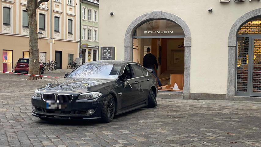Einbruch bei Bamberger Juwelier: BMW durchbricht Schaufenster