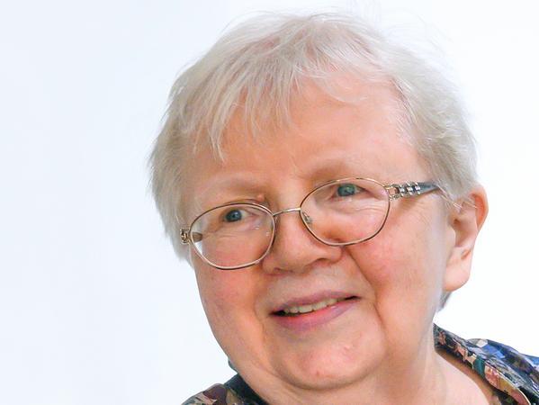 Sprachwissenschaftlerin Luise F. Pusch fordert eine geschlechtergerechte Umformulierung des Grundgesetzes. Mit der Verwendung ausschließlich männlicher Bezeichnungen wie