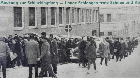 """Mitte Februar 1962 standen die Nürnberger zu Tausenden vor dem Gesundheitsamt Schlange, um sich und vor allem ihre Kinder gegen die Kinderlähmung impfen zu lassen. Anders als derzeit bei Corona war die Impfbereitschaft """"stärker, als selbst bei größtem Optimismus erwartet werden konnte""""."""
