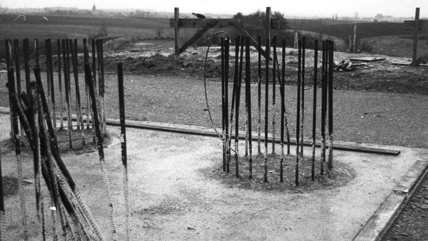 Für den Bau waren auch zahlreiche Metallstreben nötig.