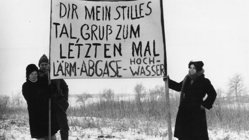 Protest am Rande der Autobahn: Anwohner fürchteten um ihre gewohnte Ruhe. Am Straßenrand und auf mehreren Brücken gaben sie ihrer Sorge Ausdruck.