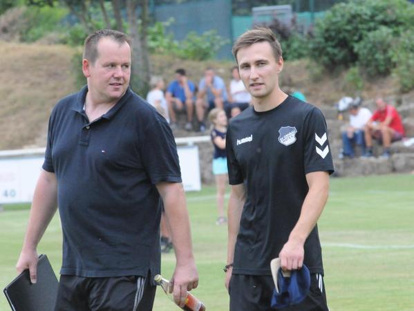 """Marco Meier (rechts) als Trainer des SV Ornbau mit seinem """"Co"""" Stefan Zottmann. Das Vereins-Shirt hat Meier inzwischen gegen ein schickes Hemd getauscht."""