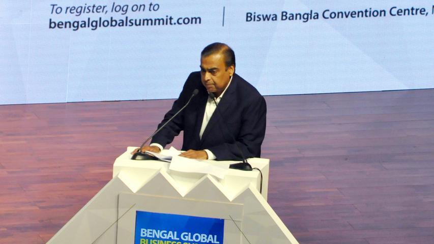 Derindischen GeschäftsmannMukesh Ambani ist Vorsitzender der Petrochemiefirma Reliance Industries, die gleichzeitig auch das größte Privatunternehmen Indiens ist. Sein Reinvermögen liegt bei schätzungsweise 74,9 Milliarden US-Dollar (Stand 16.01.2021).