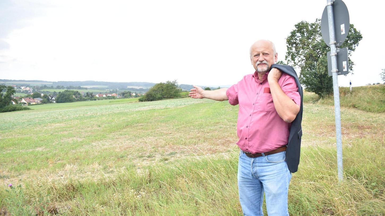 Im Sommer hatte Bürgermeister Ernst Strian das angebotene Grundstück besucht. Auf dem Land der evangelischen Kirche in Richtung Mittelehrenbach hätte die Tagespflege der Diakonie entstehen können. Doch nun kam die Absage des Trägers.