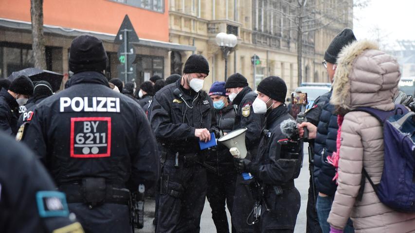 Demo trotz Verbot: Polizei löst Corona-Protest in Fürth auf
