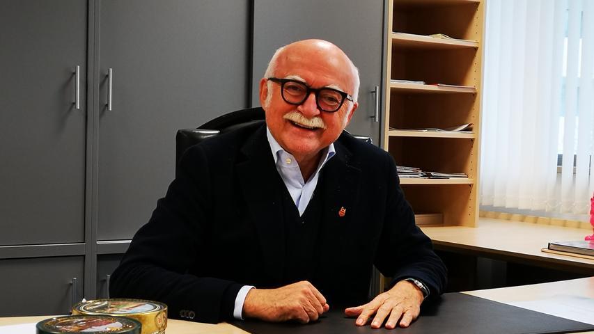 Einstiger Club-Präsident, Eigentümer von Augustinerhof und den Grundig-Türmen, schillernder Unternehmer: Bei Gerd Schmelzer ist der Schreibtisch sehr aufgeräumt. AberLebkuchendürfen seltsamerweise nicht fehlen.Zum ganzen Artikel