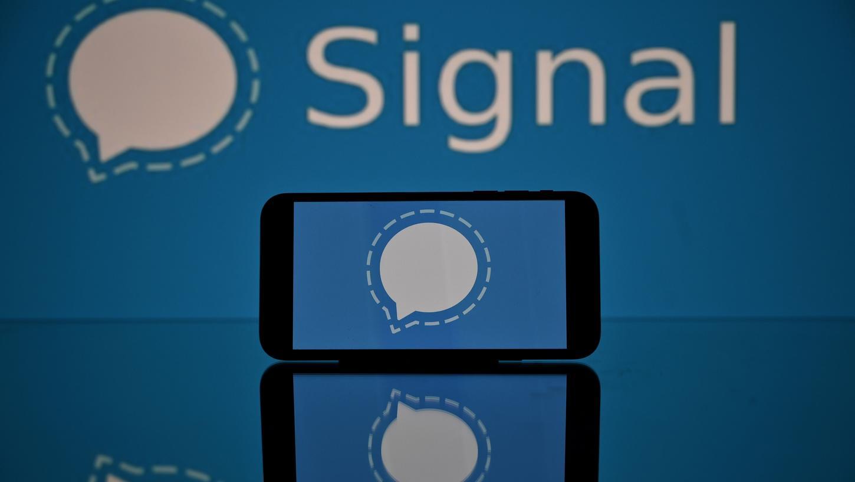 Wegen der neuen Datenschutz-Regeln beim Messenger Whatsapp sind offenbar zahlreiche User zu Alternativen wie Signal gewechselt.
