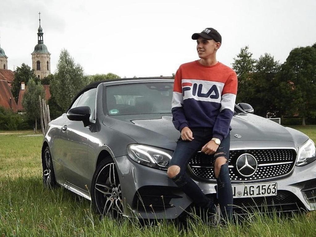 Mit schnellen Autos hat sich der Spalter Influencer Uniquedrive / Niklas Fiedler in den sozialen Netzwerken eine große Fangemeinde aufgebaut: Annähernd 300 000 Menschen folgen ihm.
