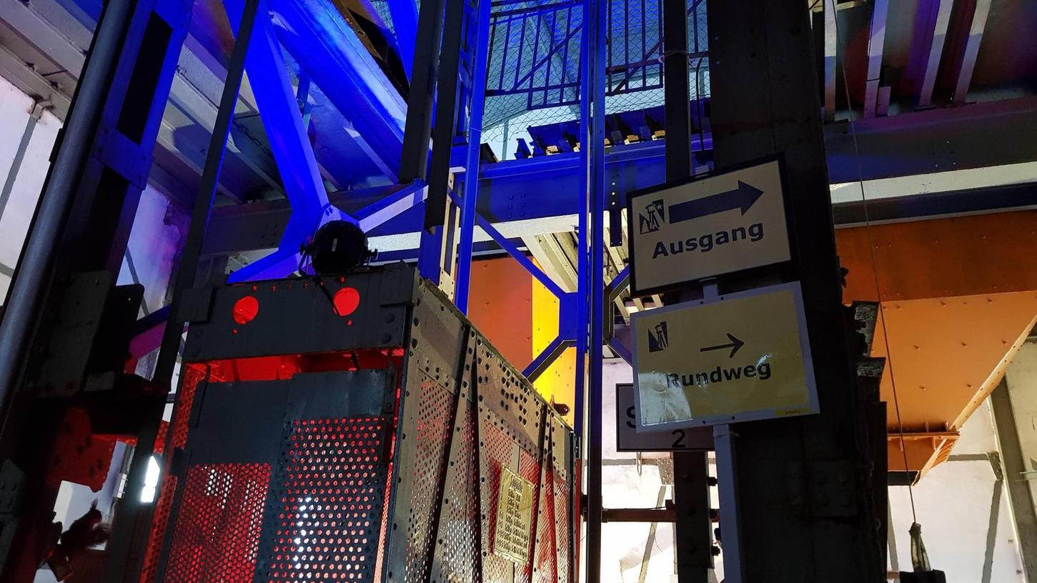 Licht soll im Bergbaumuseum Maffeischächte künftig die Ausstellungen und vor allem die baulichen Elemente verstärkt in Szene setzen. Im Bild eine Installation in einer der beiden Schachthallen, die jedoch noch verfeinert wird.