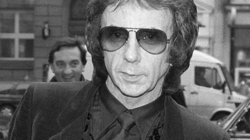 Als Musikproduzentarbeitete Spector mit Musikgrößen wie den Beatles, Elvis Presley, Tina Turner und The Ronettes zusammen. Ersaß seit 2009 wegen des Mordes an der Schauspielerin Lana Clarke im Gefängnis.