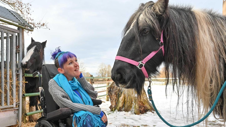 Seelenverwandte: Die Sozialpädagogin Tina Jahns hat eine Weiterbildung als pferdegestützer Coach absolviert. Ihre eigenes Pferde-Trio konnte sie nach einem zwangsläufigen Umzug am Auhof unterbringen. Jetzt sucht sie für sich eine Wohnung in der Nähe.