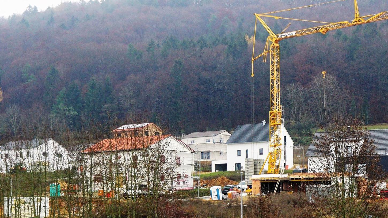 Die Nachfrage nach Bauplätzen, wie hier am Sperlasberg in Velburg, ist hoch. Von 32 Parzellen im zweiten Bauabschnitt sind nur noch zwölf verfügbar. Auch für das Gebiet Günching Ost gibt es eine lange Anmeldeliste.