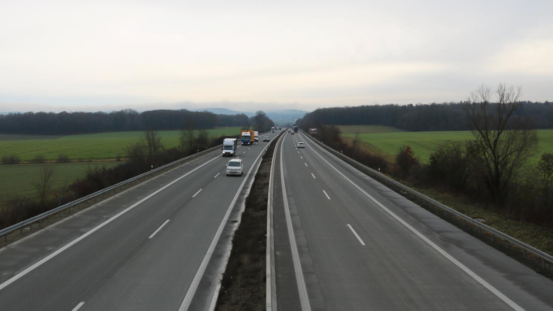 Autobahn 7 A7 Bundesautobahn Brücke bei Mörlbach Autobahnbrücke; Foto: Bastian Lauer