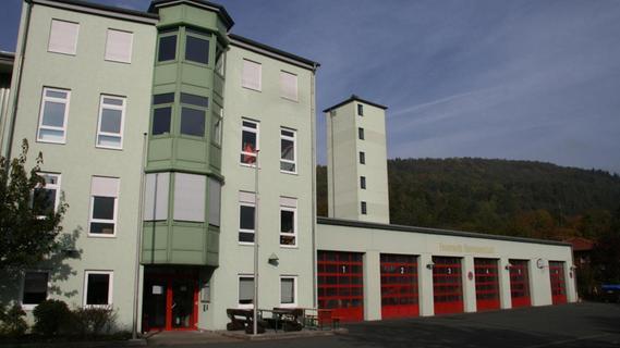 Feuerwehr Ebermannstadt: Feuer für die Feuerwehr und Bäume für...