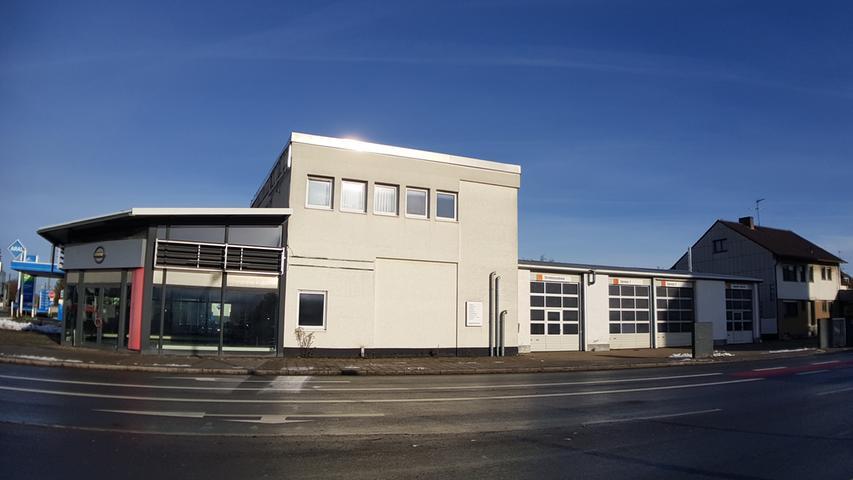 Das ehemalige Autohaus in der Seitenansicht.